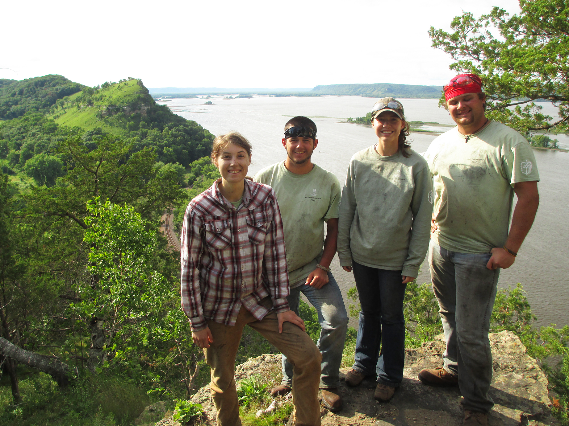 INHF Blufflands interns along the Mississippi